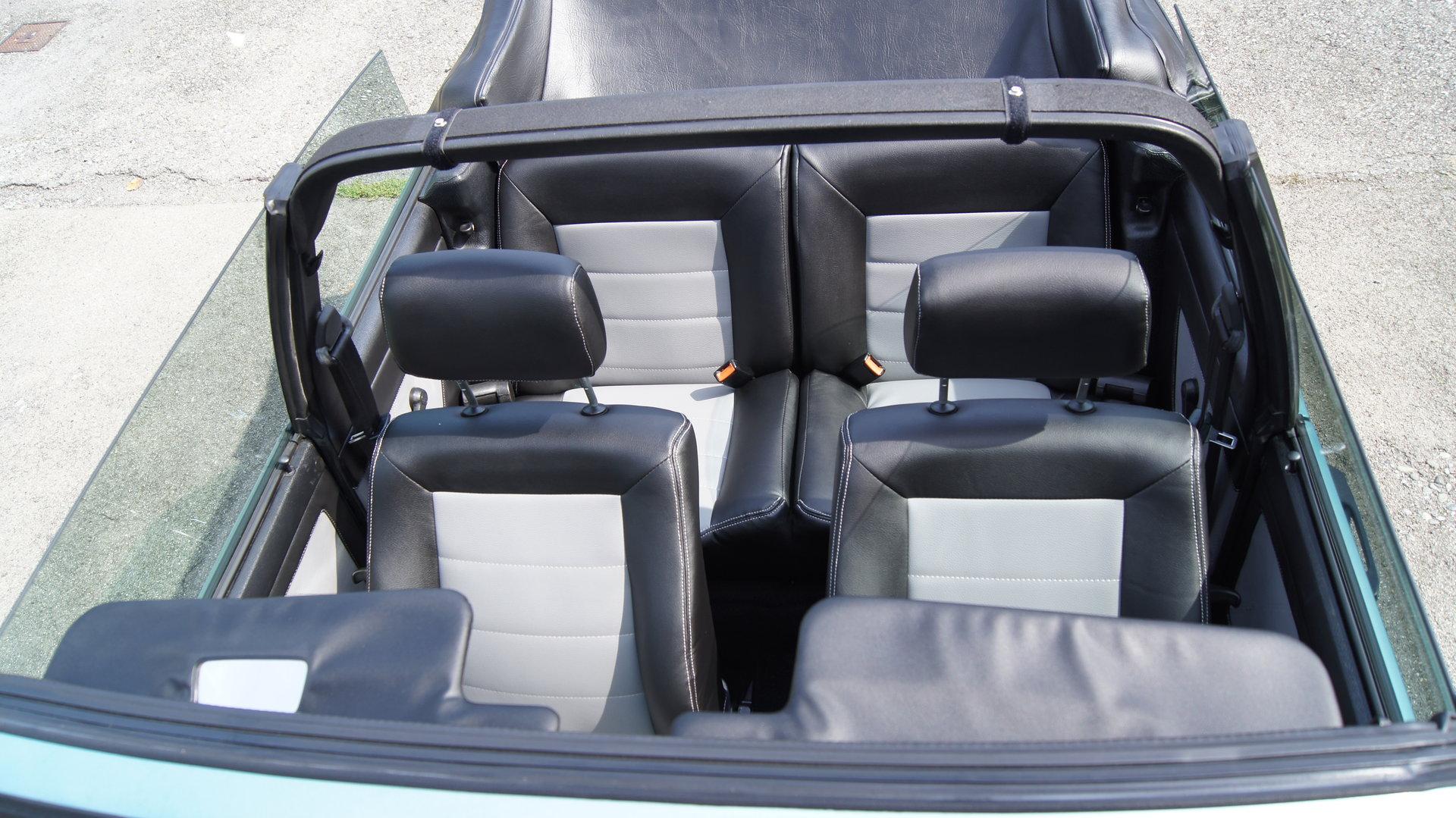 Golf 1 Cabrio Sitzbezüge inkl. Türverkleidungen in schwarz/grau